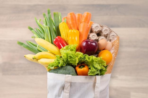 Alimento salutare nel supermercato online concetto di acquisto della drogheria Foto Premium