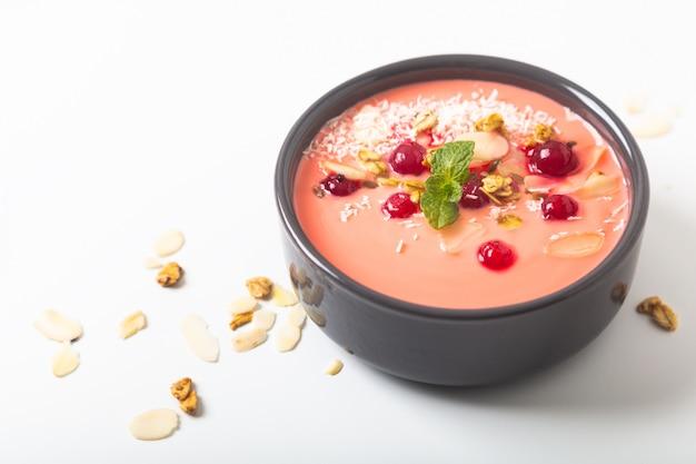 Alimento sano da colore della ciotola della prima colazione del yogurt 2019 con lo spazio della copia Foto Premium
