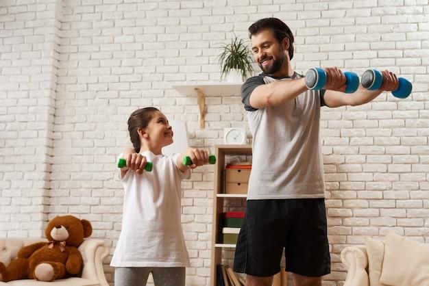 Allenamento. concetto di famiglia sportiva. Foto Premium
