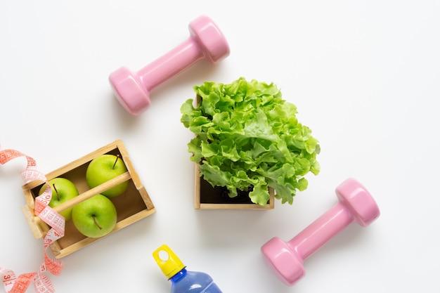 Allenamento piatto e concetto di fitness. Foto Premium