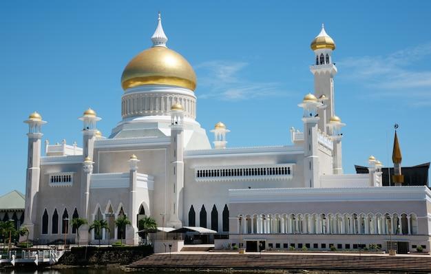 Alta architettura della moschea Foto Gratuite