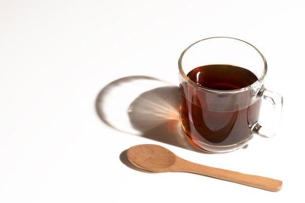 Alta vista caffè e ombra con cucchiaio Foto Gratuite