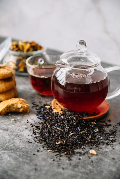 Alta vista del tè di frutta di bosco in tazze Foto Gratuite