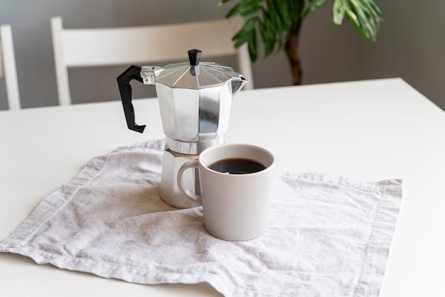 Alta vista della moderna macchina da caffè Foto Gratuite