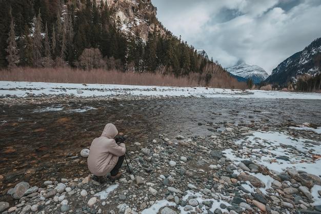 Alte montagne sotto la neve in inverno Foto Premium