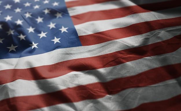 Alto vicino di bandiera degli stati uniti d'america arruffati Foto Premium