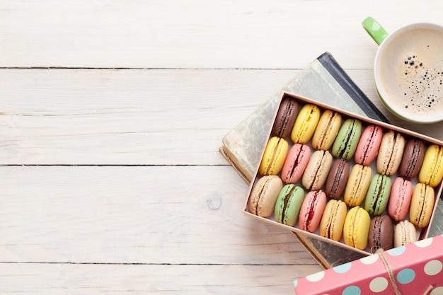 Amaretti colorati, macarons dolci Foto Premium