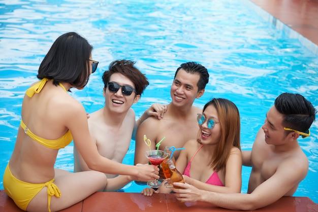 Amici che si divertono Foto Gratuite