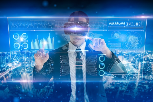 Analisi dell'uomo d'affari sullo schermo digitale, sull'interfaccia virtuale futuristica digitale tecnologica, sulla strategia aziendale e sul concetto di grandi quantità di dati. Foto Premium
