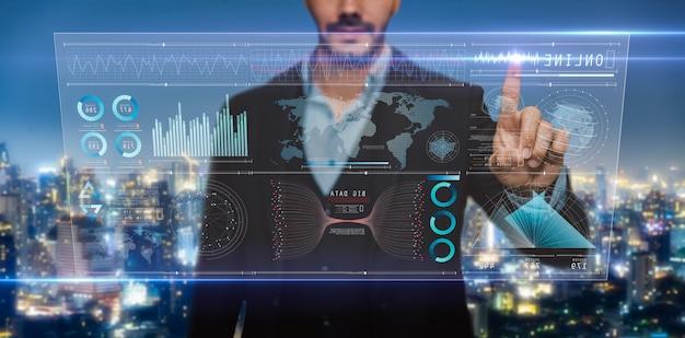 Analisi di uomo d'affari su schermo digitale, interfaccia virtuale futuristica digitale tecnologica, strategia aziendale e big data. Foto Premium