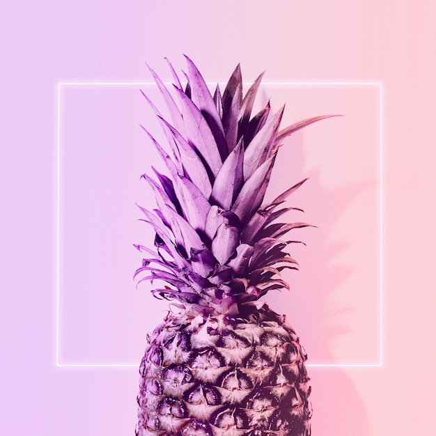 Ananas in color neon Foto Gratuite
