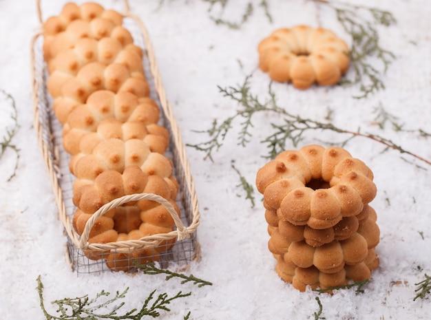 Anelli di biscotto di pasta frolla di natale Foto Premium