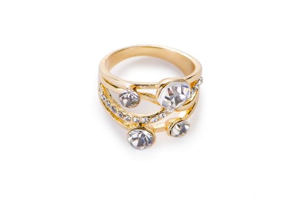 Anello d'oro isolato su sfondo bianco Foto Premium