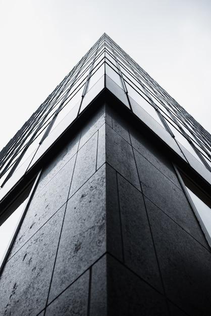 Angolo basso di edificio moderno Foto Gratuite