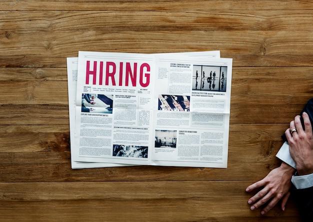 Annuncio di assunzione di carriera sul giornale Foto Premium