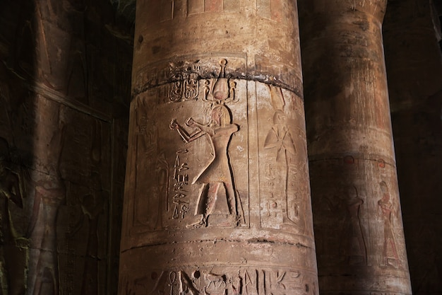 Antico tempio abydos nel deserto del sahara, in egitto Foto Premium