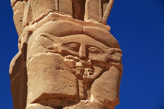 Antico tempio del faraone a jebel barkal, sudan Foto Premium