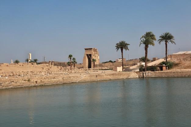 Antico tempio di karnak a luxor Foto Premium