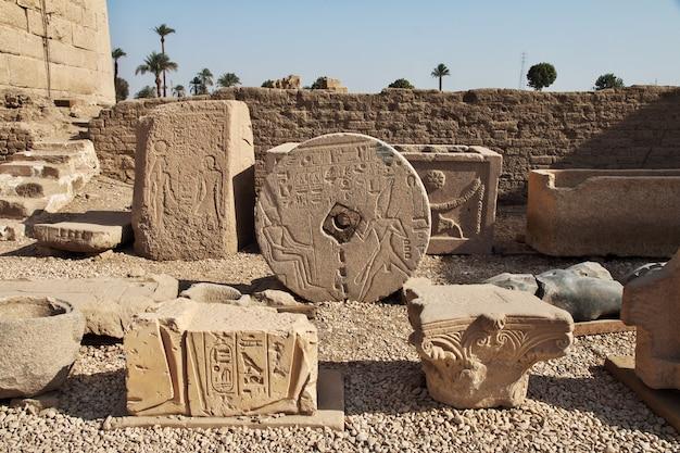 Antico tempio hathor a dendera, in egitto Foto Premium