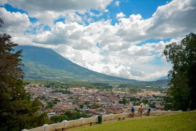 Antigua guatemala vista, vulcano Foto Premium