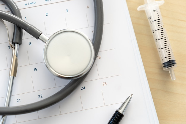 Appuntamento medico nel calendario Foto Premium