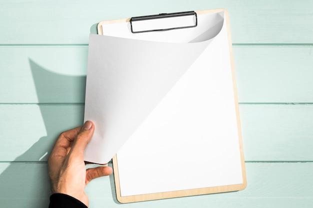 Appunti e mano che gira la vista superiore della pagina Foto Gratuite