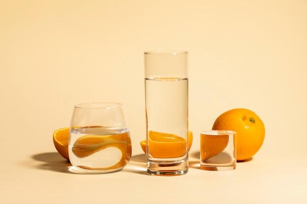 Arancia della frutta fresca e acqua della bevanda Foto Premium