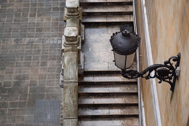 Architettura di scale nella città di bilbao Foto Premium