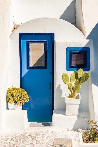 Architettura tipica delle case sull'isola di santorini in grecia nelle cicladi Foto Premium
