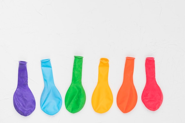 Arcobaleno lgbt di palloncini colorati Foto Gratuite