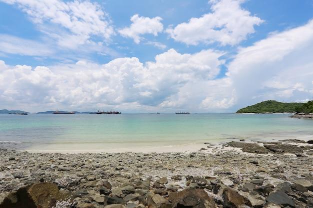 Area costiera di koh sichang nella provincia di chonburi, splendida vista sul mare. Foto Premium