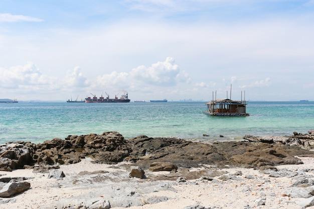 Area costiera di koh sichang nella provincia di chonburi Foto Premium