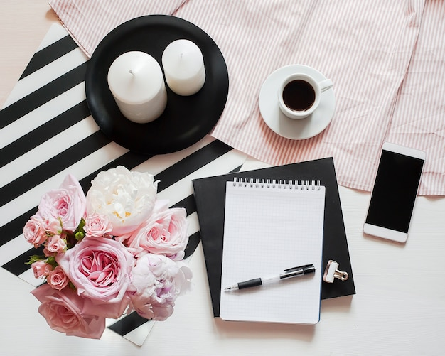 Area di lavoro del ministero degli interni. notebook con copyspace Foto Premium