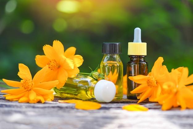 Fiori Gialli Roma.Aromaterapia Aroma Olio Di Erbe Aromatiche Con Fiori Gialli Oli