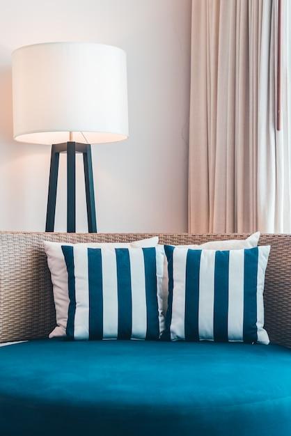 Arredamento classico divano cuscino di lusso scaricare for Arredamento classico lusso