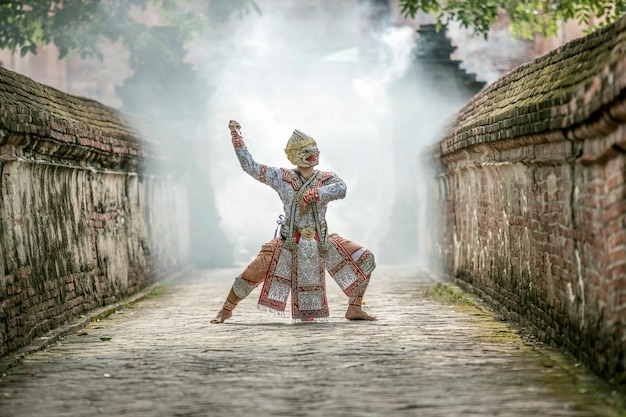 Art culture thailand dancing in khon mascherato in letteratura ramayana, cultura thailandese, khon, cultura tradizionale thailandese, thailandia Foto Premium