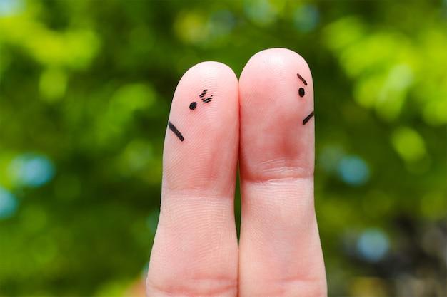 Arte del dito di coppia. coppia dopo una discussione guardando in direzioni diverse. Foto Premium