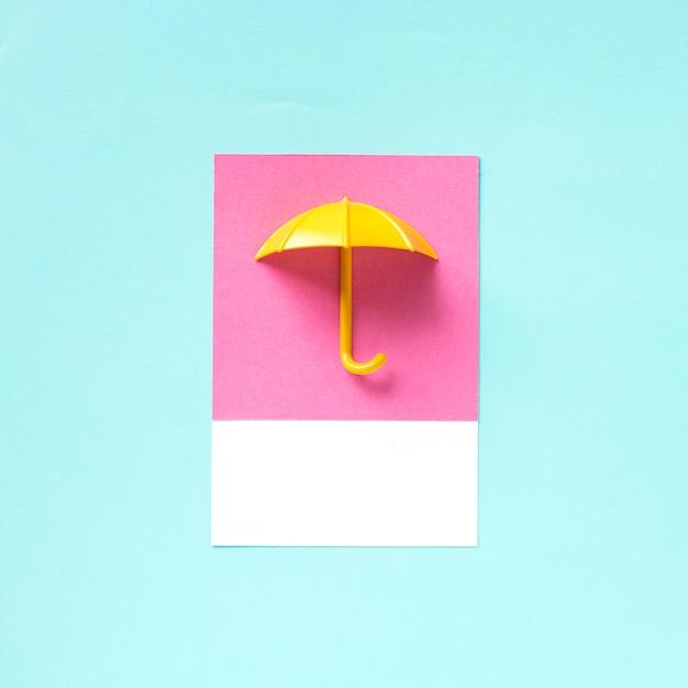 Arte del mestiere di carta di un ombrello Foto Premium