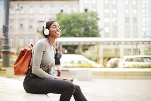 Ascoltare la musica Foto Premium