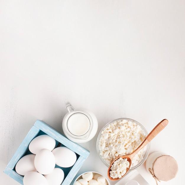 Assortimento bianco di prodotti lattiero-caseari Foto Gratuite