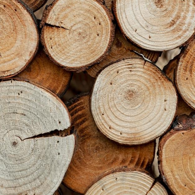Assortimento con legno tagliato per il concetto di mercato Foto Gratuite