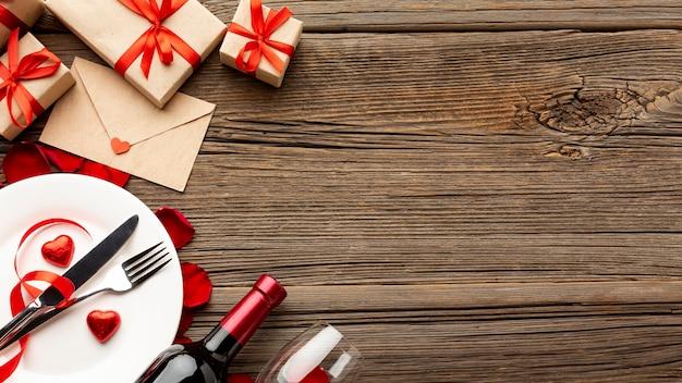 Assortimento della cena di san valentino con lo spazio della copia Foto Gratuite