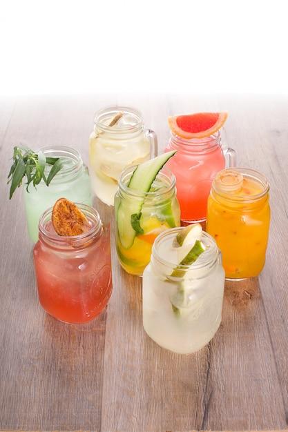 Assortimento di bevande rinfrescanti Foto Premium