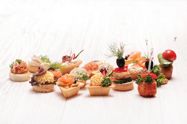 Assortimento di diversi snack Foto Gratuite