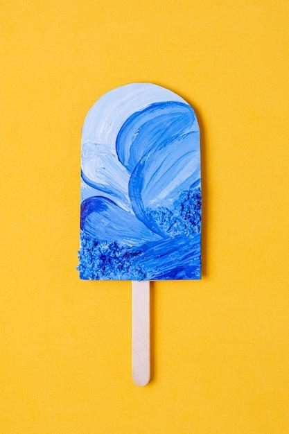 Assortimento di ghiaccioli di frutta con onde blu dell'oceano Foto Gratuite