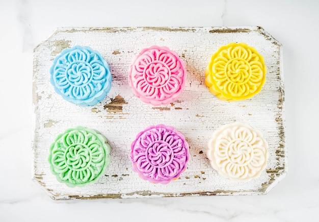 Assortimento di mooncakes cinesi in pelle di neve Foto Premium