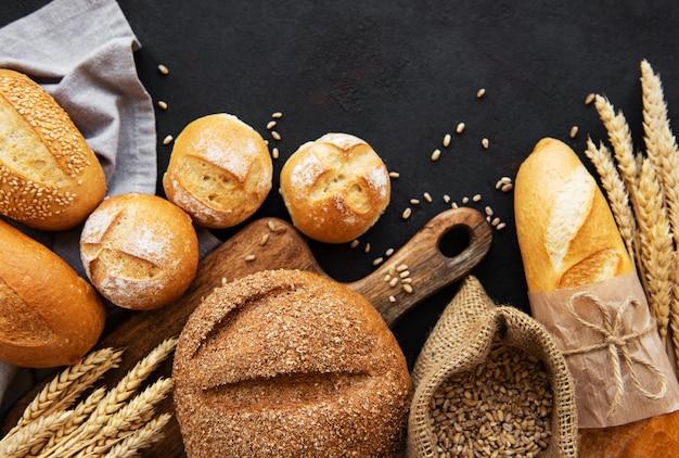 Assortimento di pane cotto Foto Premium