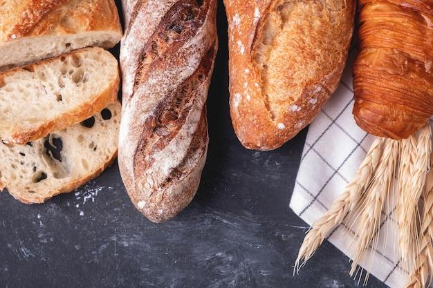 Assortimento di pane fresco Foto Premium