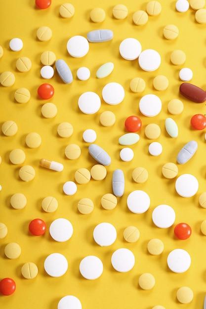 Assortimento di pillole colorate Foto Gratuite