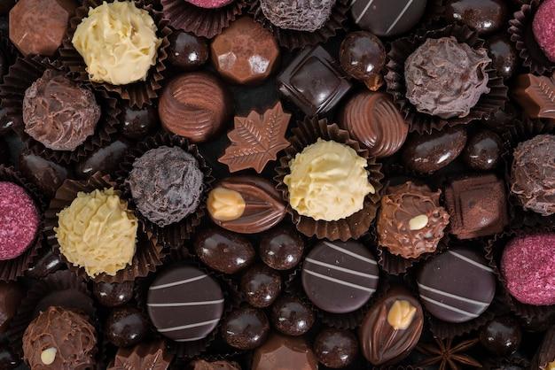 Assortimento piatto di caramelle Foto Gratuite
